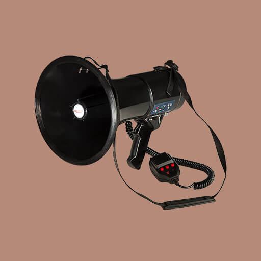 Das MEGA080USB Megafon ist mit seinem Sprech-, Sirenen und Pfeiff-Modus und seiner Reichweite von 700m ein wahrer Alleskönner.