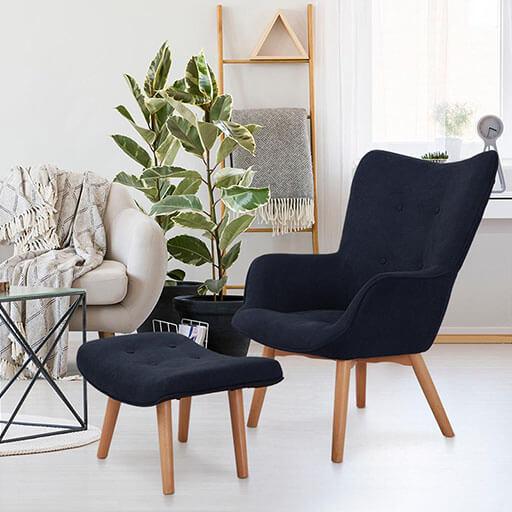 Hagersten Class 20 Sessel mit Fußbank | strapazierfähiger Bezugsstoff | Beine aus massivem Holz | klassisches Design | dunkelblau